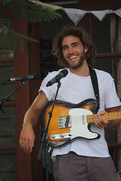 I want a man that can sing to me and give me shivers like Matt Corby, would be nice if he was his clone actually. MC is a 10/10!