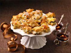 Luumu-kanelitähdet by Valio Christmas Feeling, Christmas 2014, Christmas Baking, Christmas Ideas, Sweet Recipes, Snack Recipes, Christmas Inspiration, Bon Appetit, Chips