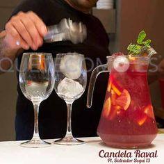 Preparando cocktails   Restaurante La Candela Raval en Barcelona