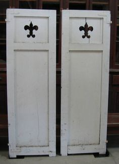 Love these fleur de lis shutters. Would be great to connect 3 for room divider or privacy screen.