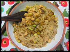 El Puchero de Morguix: Fideos de arroz con pollo, calabacín y setas.