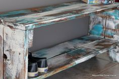 Beyond The Picket Fence: Hickory, Dickory, Bench Pallet Barn, Pallet Bench, Diy Bench, Wood Pallets, Barn Wood, Pallet Wood, Table Seating Chart, Corner Seating, Floor Seating