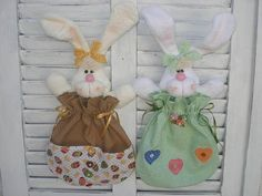 EMBALAGEM PARA OVINHOS Easter Crafts, Crafts For Kids, Sewing Crafts, Sewing Projects, Fabric Dolls, Easter Bunny, Free Printables, Craft Supplies, Crafty