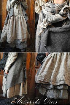 MLLE CAROLINE : Robe en lin petits careaux, jupon gris plumetis organdi, gilet…