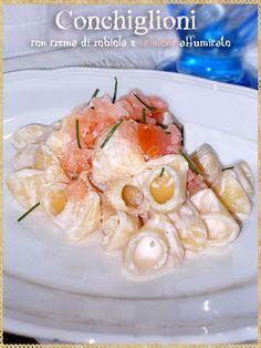 Conchiglioni con crema di robiola e salmone affumicato (Pasta with Robiola cream and smoked salmon)