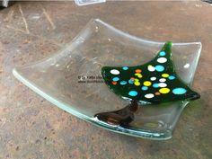 Kleines Glasschälchen mit Tannenbaum aus geschmolzenem Glas, fused glass plate for christmas, handmade by durchblick-glasgestaltung 26,00€