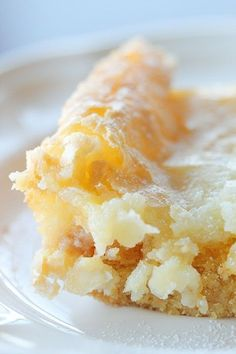 Chess squares/gooey butter cake/Texas gold only 5 ingredients (yellow cake mix, eggs, cream cheese, butter, & powdered sugar) & is super easy to make. I bet this would be amazing with a lemon cake mix instead of yellow cake! Dessert Bars, Eat Dessert First, Gold Dessert, Fruit Dessert, Dessert Pizza, Dessert Buffet, Dessert Bread, 13 Desserts, Dessert Recipes