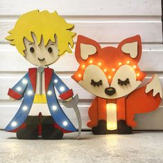 Carteles luminosos de madera con luces led. Hecho 100% por nosotros First Birthday Parties, First Birthdays, The Little Prince, Baby Room Decor, Party Themes, Snoopy, Baby Shower, Kids Meals, Wood