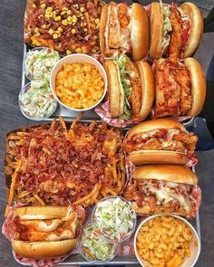 Chicken Burgers Bacon Fries and Mac n cheese. Would you like this platter? Tag your friends. By Foodie Recipes Dinner Lunch Breakfast DIY Pictures Recipe Quick Fast How To Think Food, I Love Food, Food Platters, Food Dishes, Food Buffet, Sleepover Food, Junk Food Snacks, Food Goals, Aesthetic Food