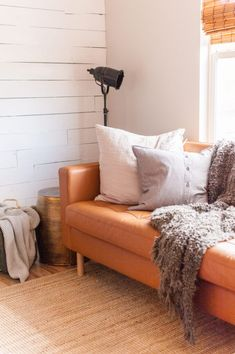 Small Couches Living Room, Ikea Living Room, Living Room Sectional, Ikea Small Apartment, Apartment Interior, Small Apartments, Apartment Ideas, Ikea Sectional, Ikea Couch