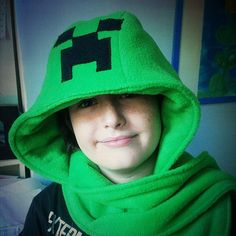 scooten (scarf, hoodie and mitten) that I made for my crazy kid Creeper Costume, Sewing Scarves, Minecraft Bedroom, Crazy Kids, Sewing Projects For Kids, Creepers, Headbands, Bedroom Ideas, Craft Ideas