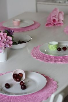 Place Mats - lovely, could probably figure out the pattern