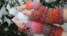 Vesta crosetata; tutorial pas cu pas Fingerless Gloves, Arm Warmers, Crochet, Cardigan, Fingerless Mittens, Chrochet, Fingerless Mitts, Cuffs, Crocheting