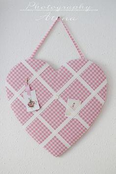 Heart memo board Wil je een bord uit vilt maken kijk eens op http://www.bijviltenzo.nl Ook leuk uit Design vilt