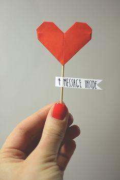 Una idea muy original para entregar una carta especial. #corazon