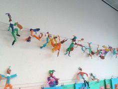 Slingerpieten- heb ik zelf ook al eens gemaakt en vinden leerlingen van 5e- 6e leerjaar ook nog leuk!