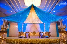 blue + gold wedding decor. maybe a darker royal blue? as a colour scheme