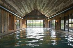 Pool farm Il cinema è nel granaio e la boathouse include una piscina coperta. Nell'Oxfordshire apre i battenti la Soho House in versione fattoria, rigorosamente in stile countryside inglese