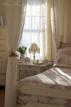 Shabby Chic home decor tips reference 1072499340 to acheive for a truly smashing, charming escape. Why not press the pin image immediately for brilliant styling. Rose Shabby Chic, Cottage Shabby Chic, Shabby Chic Homes, Shabby Chic Decor, Cottage Style, Farmhouse Style, Pretty Bedroom, Dream Bedroom, Home Bedroom