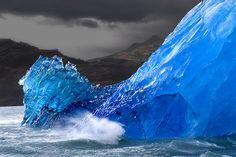 Upsala; photograph by Ricardo Bevilaqua. Iceberg, Upsala Glacier, Argentina.