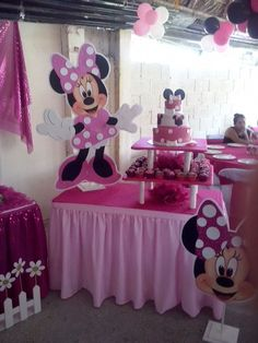 Mesa minnie Minnie Mouse Birthday Decorations, Minnie Mouse Theme Party, Minnie Mouse First Birthday, Minnie Mouse Baby Shower, Minnie Mouse Cake, Mickey Party, 2nd Birthday Parties, Baby Birthday, Mouse Crafts