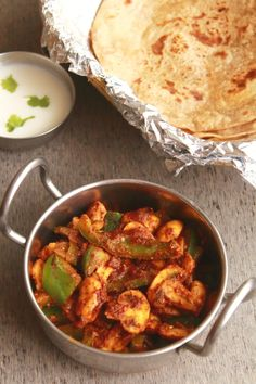 kadai mushroom is a tasty and easy to make side dish for chapati, roti and naan. It is one of the easiest mushroom recipe Veg Recipes, Curry Recipes, Vegetarian Recipes, Cooking Recipes, Healthy Recipes, Easy Recipes, Healthy Dishes, Mushroom Recipes Indian, Indian Food Recipes