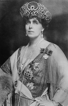 Queen Marie of Romania - just look at that tiara/crown. My mother-in-law was named for Queen Marie. Her father was from Romania. Royal Crowns, Royal Tiaras, Crown Royal, Tiaras And Crowns, Reine Victoria, Queen Victoria, Princess Victoria, Queen Mary, King Queen