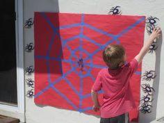 Das sieht nach einem wirklich genialen Spiel für den nächsten Spiderman-Kindergeburtstag aus! Vielen Dank für diese schöne Idee! Dein blog.balloonas.com #balloonas #kindergeburtstag #spiderman #superhero #spiel #unterhaltung #fun #party