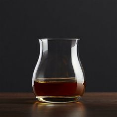Stylish glass brings out the full value of fine spirits. Ample tulip-shaped bowl concentrates the aroma of single malts and blends to reveal the depth and nuance of the distiller's art. Tapered pedestal sham sits well in hand.
