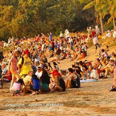 The crowds on Mindil Beach waiting for Darwin to start showing off with another spectacular sunset. On days when the Mindil Beach Market is on behind the beach everyone goes for bite to eat and some shopping or entertainment.