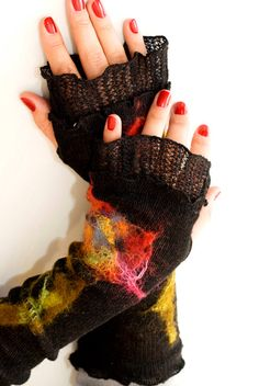 Romantic Black Mittens With Unique Felt Fower Appliques