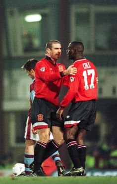 Andy Cole recalls playing alongside Eric Cantona - Official Manchester United Website