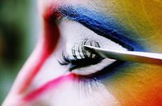 Cirque du Soleil makeup designer Nathalie Gagn& puts the finishing touches on Mariya Corlett's eye makeup. Eye Makeup, Clown Makeup, Makeup Art, Makeup Ideas, Costume Halloween, Cirque Du Soleil Varekai, Decoration Cirque, Rainbow Eyes, Rainbow Brite