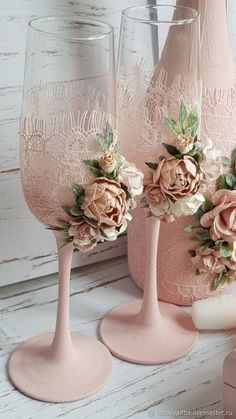 Stress Free Ideas That Will Help Your Wedding Planning Wedding Wine Glasses, Champagne Glasses, Wedding Flutes, Decorated Wine Glasses, Painted Wine Glasses, Wine Glass Crafts, Bottle Crafts, Handmade Wedding, Diy Wedding