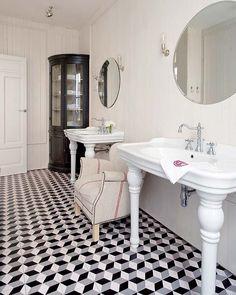 Lo mejor de la arquitectura clásica se ha trasladado hasta nuestros días en la reforma llevada a cabo por el estudio de Soledad Suárez de Lezo. El resultado es este piso madrileño elegante,...