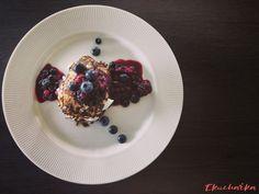 Lívance z kokosové mouky (low carb) - eKucharka.cz Lowes, Panna Cotta, Waffles, Breakfast, Ethnic Recipes, Food, Morning Coffee, Dulce De Leche, Waffle