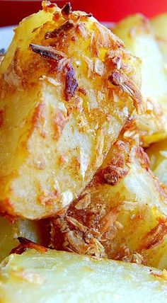 French Onion Roast Potatoes - These are, by far, the easiest, most flavorful potatoes you can serve as a side dish. Family approval rating is 5 stars! Potato Sides, Potato Side Dishes, Vegetable Side Dishes, Potato Recipes, Vegetable Recipes, Vegetarian Recipes, Cooking Recipes, Cooks Country Recipes, Veggie Food