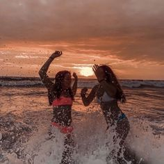 friends 👯♀️ - - - - - #aesthetic #aesthetic #pinterest #girls #friends #sky #sea Cute Beach Pictures, Cute Friend Pictures, Beach Pics, Photos Bff, Best Friend Photos, Bff Pics, Summer Pictures, Travel Pictures, Holiday Pictures