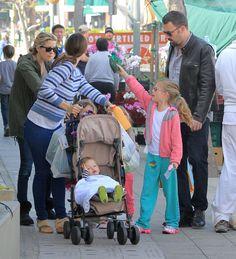 Jennifer Garner and Ben Affleck at the Farmers Market Photo 3