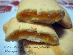 Oggi vi offro questi bei biscottini…venite a trovarmi all' ora del tè….si tratta di piccoli quadrotti al burro ripieni di marmellata all' arancia…che dire: una vera delizia…provateli e vi assicuro che non rimarrete deluse… Buon Appetito a tutti… Ricetta: Quadrotti al burro ripieni all' arancia Ingredienti 100gr di zucchero 250gr di farina un cucchiaino di […]