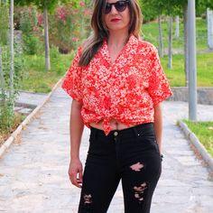 #vintage floral short sleeve shirt, 90s. Grunge flower blouse orange. Chiffon blouse. Fall hipster shirt for summer. Feminine. Size S/M ** Camisa de Manga Corta Floral, Vintage 90s. Grunge Blusa de Flores Naranja. #vintageclothing #vintagestyle #vintagegirl #vintagelover #vintagefashion #vintagelook #vintageinspired #vintageshop #retro #retroshop #gifts #shopping #vintageshirts #grunge #clothing80s #hipstershirt By RebecaVintageShop