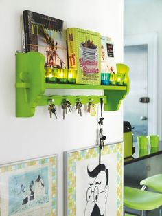 An apartment full of strong colors  Whjen Camilla had painted her kitchen in  lime green, she wanted to put color everywhere in her space.  Today,her apartment is a magnificent example of the successful use of strong colors.
