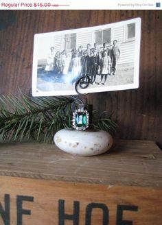 $12.00 HOLIDAY SALE Vintage Door knob photo Holder by hoitytoitydesigns