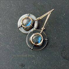 Серьги среднего размера с лабрадором из серебра, латуни и наполненного золота (gold filled).