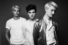 Introducing: Keep Dancing Inc.  #introducing the fantastic 3-piece Keep Dancing Inc  to your hungry earholes today, discover this Parisian bunch of twenty-somethings slay it in a blend of 'Cold Zouk' only they can deliver : http://sodwee.com/blog/2016/08/introducing-keep-dancing-inc/
