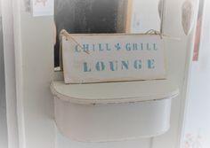 Tür- & Namensschilder - Holzschild Chill & Grill Lounge shabby chic  - ein Designerstück von Pfaennle bei DaWanda Grill, Shabby, Lounge, Canning, Etsy, Vintage, Door Name Plates, Crafting, Airport Lounge