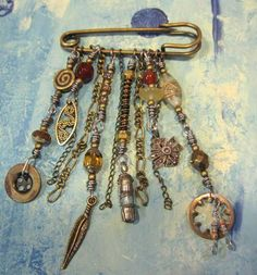 Ro Bruhn {great use of found objects/very steampunk}