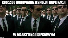 Marketing sieciowy wiąże się nierozerwalnie z budowaniem zespołu oraz duplikacją w tym zespole a to jest kluczowa sprawa w tym temacie:  http://blog.swiatlyebiznes.pl/klucz-do-budowania-zespolu-i-duplikacji-w-marketingu-sieciowym/