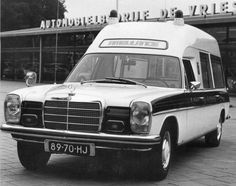 Mercedes Benz ambulance 89-70-HJ