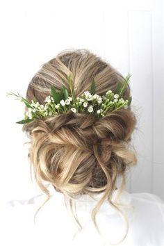 Hochzeitsfrisur Hochsteckfrisur mit viel Grün und Blumen als Zubehör! #Hochzeitsfrisur - #abiball #als #Blumen #Grün #Hochsteckfrisur #Hochzeitsfrisur #mit #und #viel #Zubehör